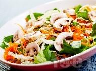 Рецепта Салата със спанак, моркови и гъби